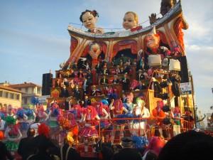 Carnevale_di_viareggio_2008,_uer_iz_de_party