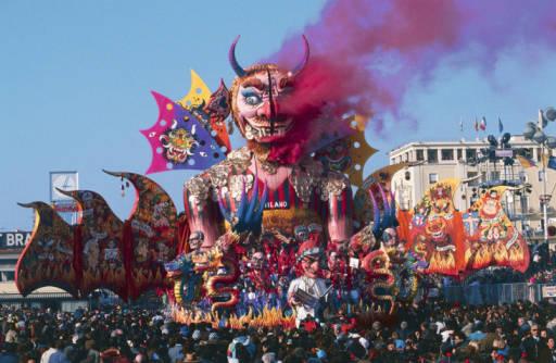 Carnevale 2016: Rendete unico il vostro Carro Allegorico con le Polveri Holi Colors Italia. Un esplosione di colore